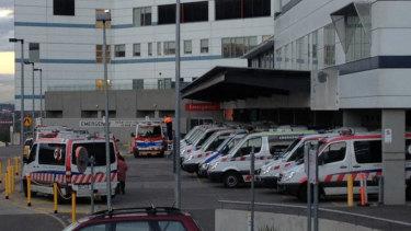 The Austin Hospital has called off more than 500 surgeries following an equipment failure .