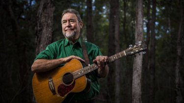 John Williamson will sing 'Waltzing Matilda' at the AFL grand final this month.
