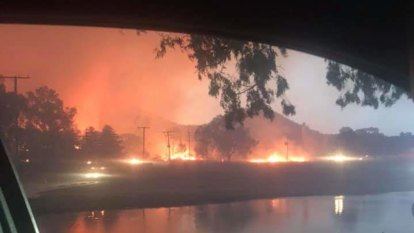 Stanthorpe fire 'poses a threat to all lives', too late to leave town