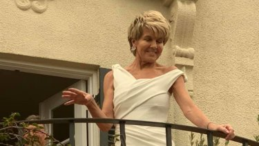Julie Bishop addressed a 150-strong Liberal Party crowd from the balcony of Kevin McCann's Mosman mansion.