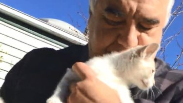 Video stills of Con Petropoulos allegedly selling kittens in a park at Flemington.