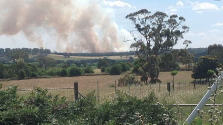 An out of control bushfire is threatening homes in Buninyong near Ballarat.