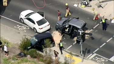 A serious incident involving several cars has occurred on the Chandler Highway, Kew on Sunday.