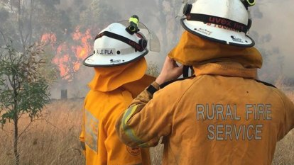 Queensland bushfires contained, but weather keeps firefighters on edge
