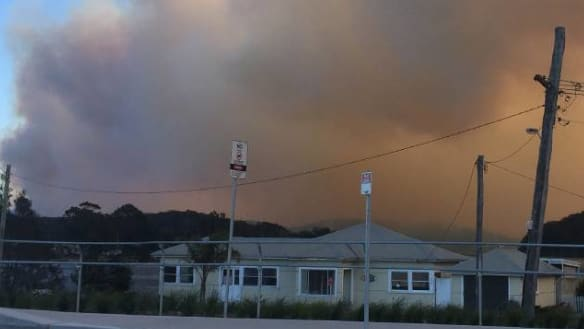 Bushfire threatens homes near Ulladulla on NSW South Coast