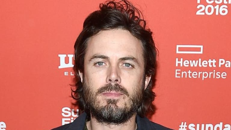 "Actor Casey Affleck has apologised for what he says was an ""unprofessional"" atmosphere on I'm Still Here."