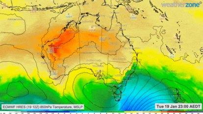 Health warnings as 'intense' heatwave to hit NSW until Australia Day