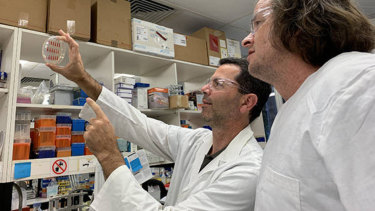 UQ's Professor Mark Schembri (left) and Associate Professor Scott Beatson working toward a solution for recurring UTI infection.