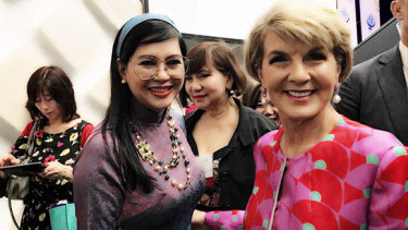 Le Hong Thuy Tien with then Foreign Minister Julie Bishop in Sydney in 2018.