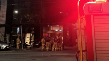 Around 200 people were evacuated from a high-rise building in Latrobe St before 6am due to a balcony fire. Occupants of the 28th floor apartment weren't home when the blaze occurred.