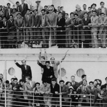 The Australian accent encompasses the sub-dialects of immigrants, such as these people arriving at Melbourne's Station Pier in the 1940s and sometimes those of their children and grandchildren.