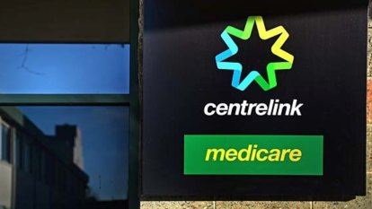 Contractors are giving wrong information: Centrelink staff