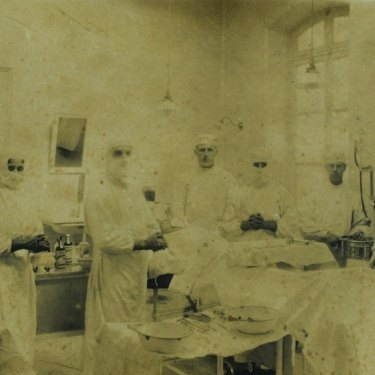Constance Keys with other medical staff at the Australian General Hospital on the outskirts of Cairo, Egypt in 1915.