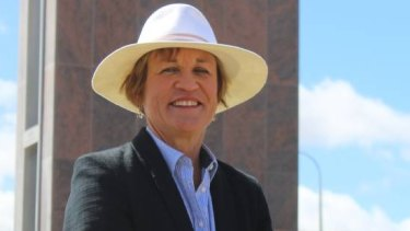 Murray MP Helen Dalton, who owns more than $17 millon worth of water entitlements, wants to make it mandatory for NSW politicians to disclose their water interests.