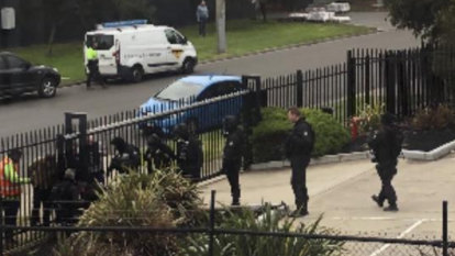 NBA star Andrew Bogut live tweets police drugs raid in Carrum Downs
