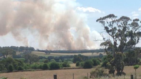 Victoria Bushfires LIVE: Out-of-control Buninyong fire threatening homes at Scotsburn, near Ballarat