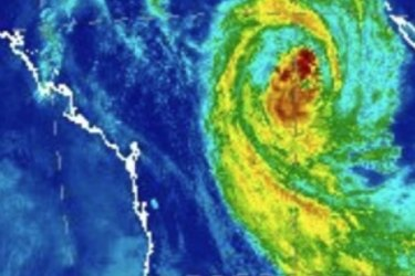 Cyclone Oma first to close in on Brisbane in almost 30 years