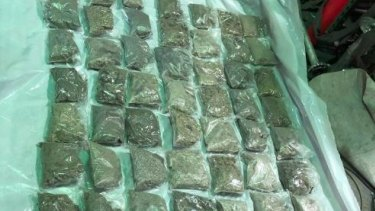 A 21-year-old man from the Unites States was arrested at Sydney Airport on Thursday after allegedly attempting to import 80 kilograms of MDMA into Australia.