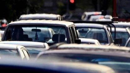 Three-car crash closes part of Pacific Motorway