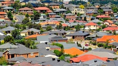 Lenders lure home buyers with cash as borrowers look to fix rates