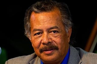 Former Cook Islands prime minister Henry Puna won the ballot 9-8.