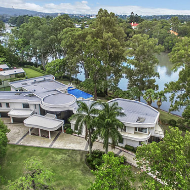 Clive Palmer reported snapped up this riverfront property for a bargain.