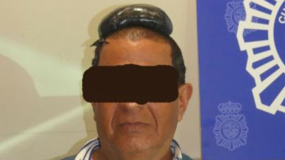 How not to smuggle cocaine: atop your head, under a hairpiece