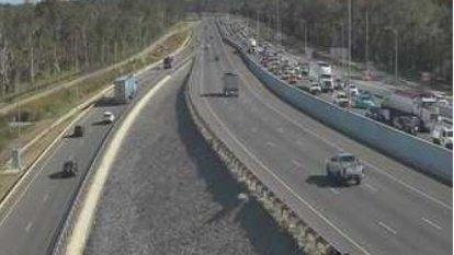 Crash brings Gateway Motorway to afternoon standstill