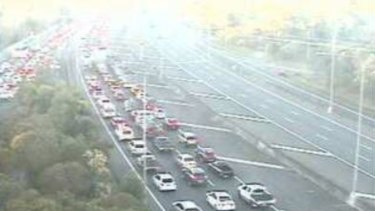 Southbound traffic at the Bruce Highway and Anzac Avenue interchange at Mango Hill.