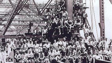 Story Bridge workers at the time of its construction.