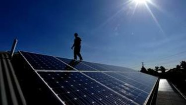 The state opposition has vowed to provide allVictorian public schools with access to solar power if it wins the Novemberelection.