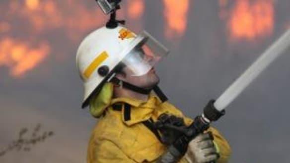 Evacuation warning downgraded for bushfire north-west of Brisbane