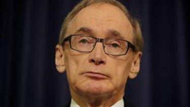 Former foreign minister Bob Carr says the Morrison government must challenge the United States over Assange.