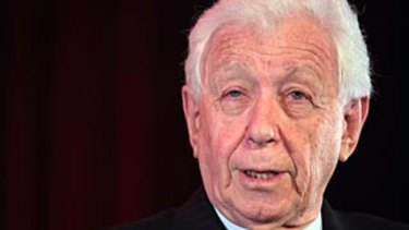 Sir Frank Lowy argued against growing calls to cut immigration during a rare public speechlast week.