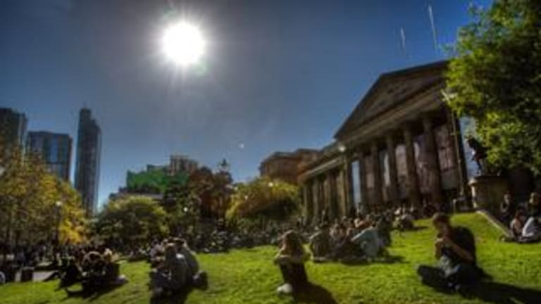 Sunny Melbourne locations, front of the State Library.