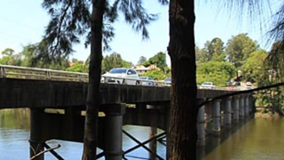 Kidnapping, attempted murder charges afterwoman'thrown off bridge'