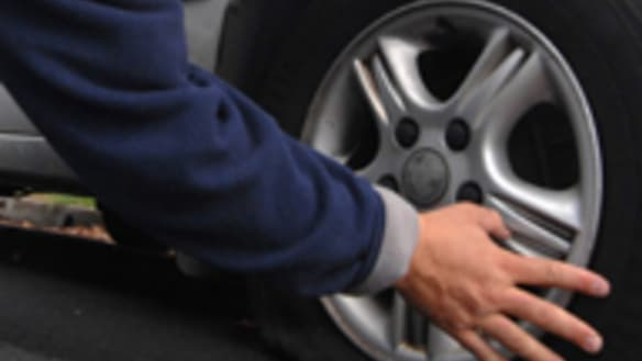 Man arrested after slashing car tyres, setting fire to WA home