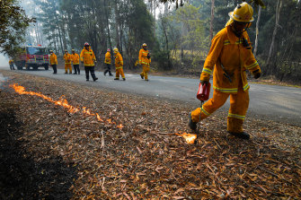 Fire crews carrying out controlled burning near Corryong on January 7 ahead of the expected return of fires.