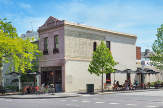 The 82 m² store is currently leased to Café Piccolina.