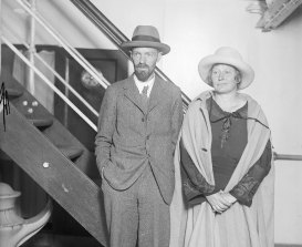 D.H. Lawrence and his wife, Frieda, successful  1925, preparing to sail to Europe aft  leaving Mexico.