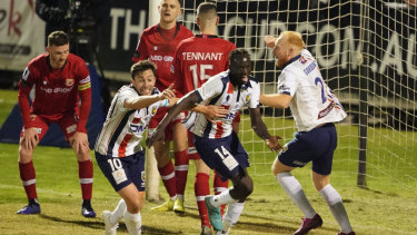 eb5c53eedfde9cc2b509b8cc18d6188dd8080b1b - Mariners break Hume hearts with late goal to advance to FFA Cup semis