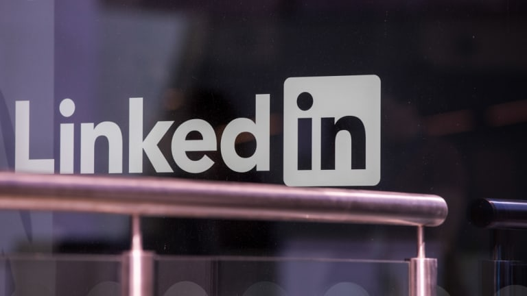 how to add link to my linkedin