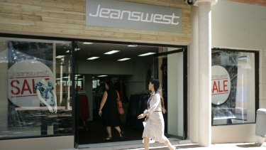 Fashion retailer Jeanswest has entered voluntary administration, with almost 1000 jobs at risk.