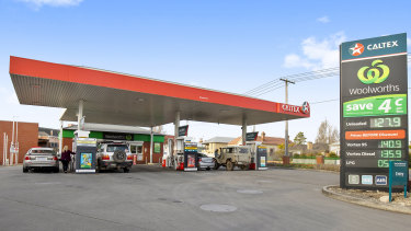 Canadian firm Couche-Tard faces a potential rival from the UK over Caltex.