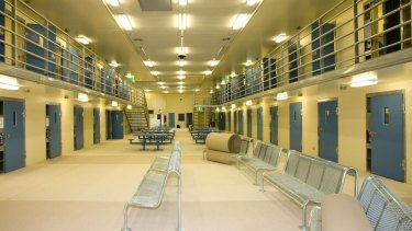 Prisoner strikes Qld correctional officer in face and head
