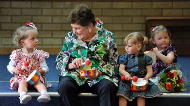 Joan Kirner at Sunbury Neighbourhood House in 2012 with members of the Mini Maestros.