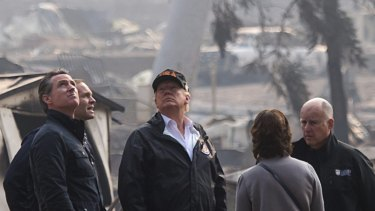Jerry Brown, right, visiting wildfire-damaged regions in California with US President Donald Trump in 2018.